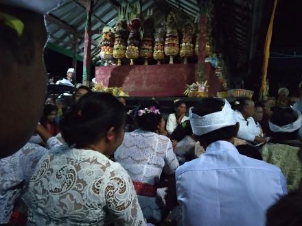 Buda Keliwon Pahang, Piodal di Pura Puseh Desa dan Bale Agung Desa Pakraman Munduk Mengenu